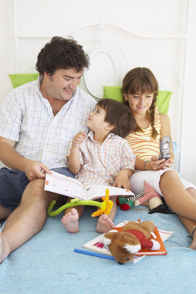 Stock Photo: 1589R-42364 Hispanic father spending time with children