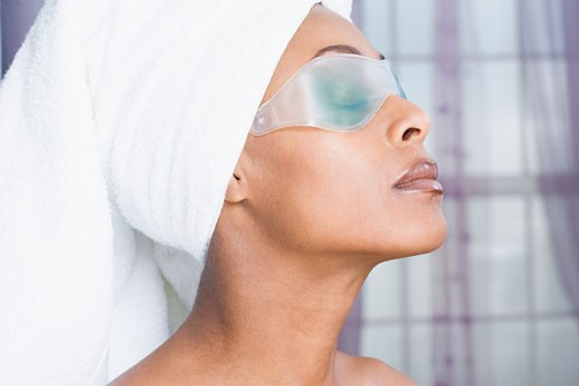 African American woman wearing gel eye mask : Stock Photo