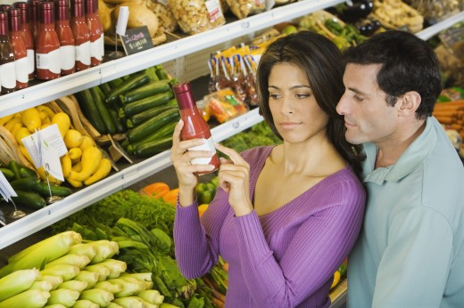 Stock Photo: 1589R-44361 Hispanic couple reading label in grocery store