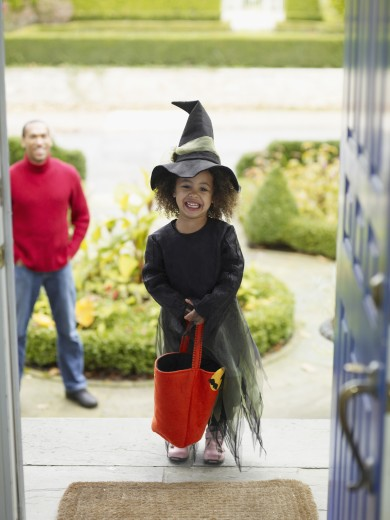 Stock Photo: 1589R-52434 African girl in Halloween costume
