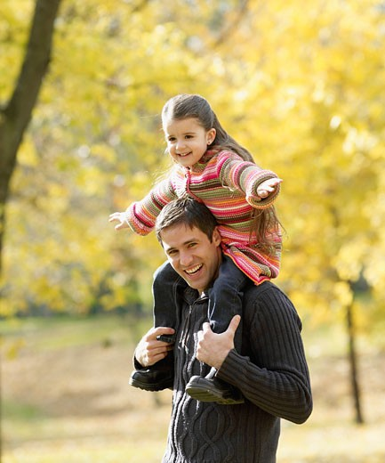Stock Photo: 1589R-52449 Hispanic father holding daughter on shoulders