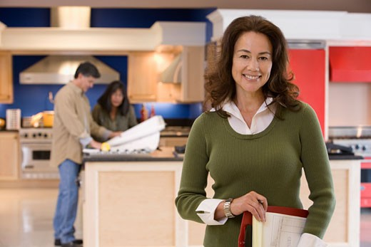 Native American saleswoman in kitchen showroom : Stock Photo