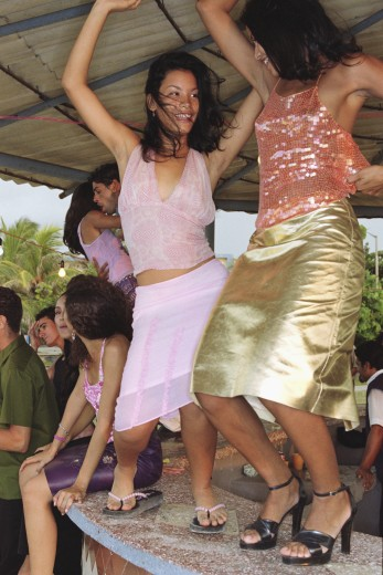 Stock Photo: 1589R-65935 Friends dancing on bar