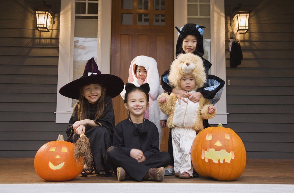 Stock Photo: 1589R-69014 Children in Halloween costumes with pumpkins