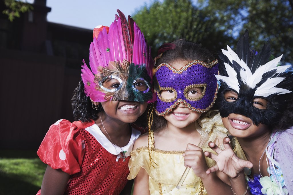 Stock Photo: 1589R-69368 African girls wearing masks