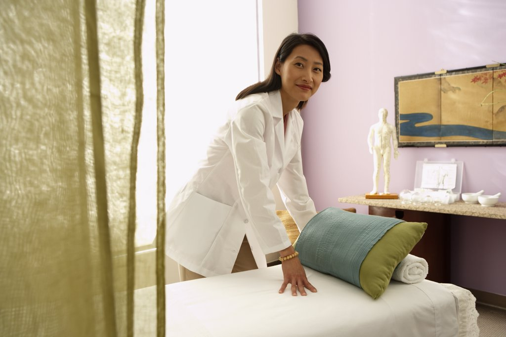 Asian female doctor preparing treatment table : Stock Photo