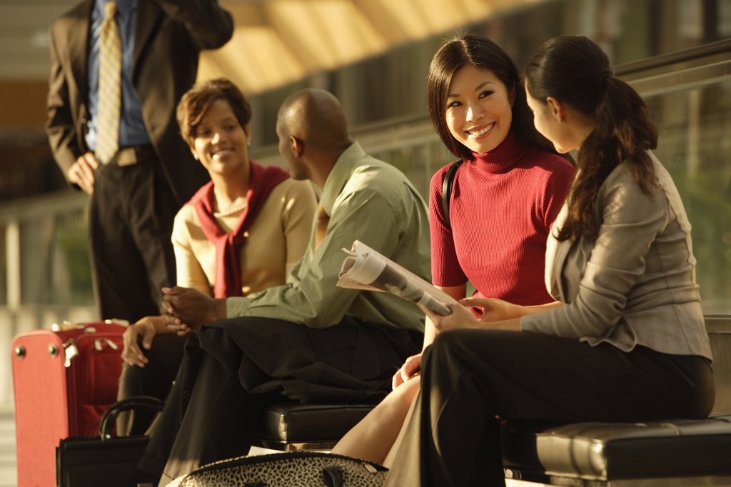 Stock Photo: 1589R-72842 Multi-ethnic businesspeople talking