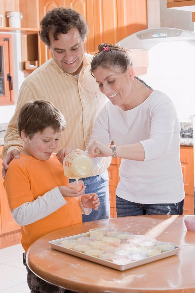 Stock Photo: 1589R-86549 Hispanic family making cupcakes
