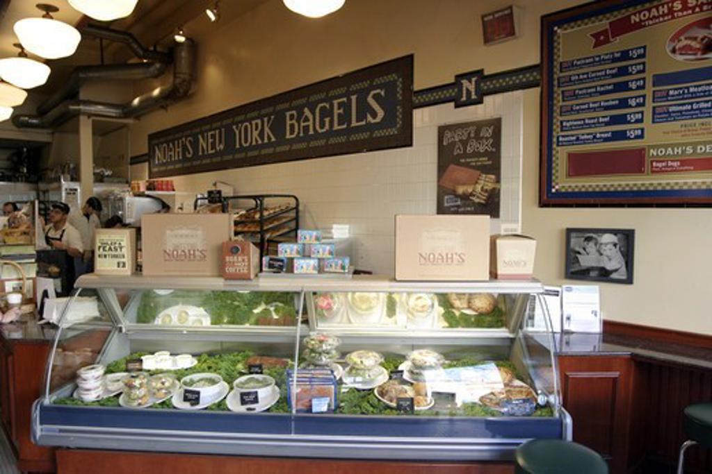 Stock Photo: 1590-1127 USA, San Francisco, Union Street, Cow Hollow District, Delicatessen