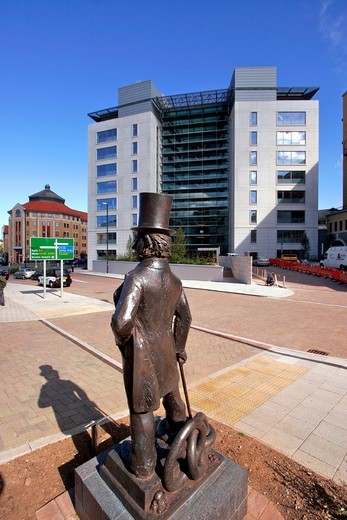 Stock Photo: 1590-508 UK, Bristol, The Square Temple, Brunel Statue
