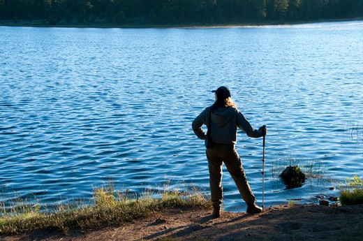 Stock Photo: 1596-2771 Hiker standing at the lakeside, Delintment Lake, Ochoco National Forest, Burns, Oregon, USA