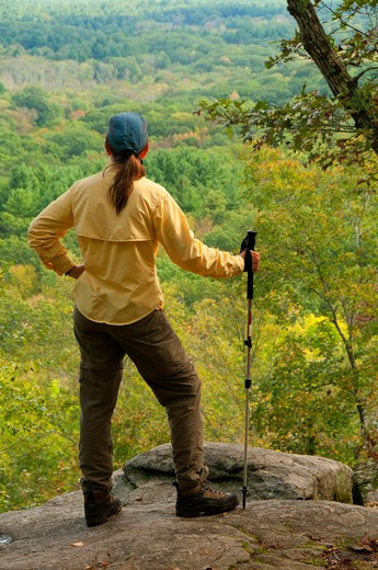 Stock Photo: 1596-2850 USA, Connecticut, Mansfield, Nipmuck Trail, Hiker looking at view from 50-Foot Rock