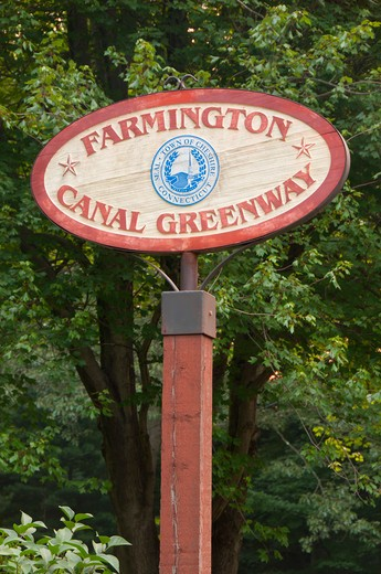 Stock Photo: 1596-2923 USA, Connecticut, Cheshire, Farmington Canal Greenway, Lock 12 Historical Park, Greenway sign