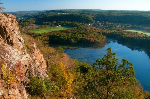 USA, Connecticut, New England National Scenic Trail, Bluff Head ridge along Mattabesett Trail : Stock Photo