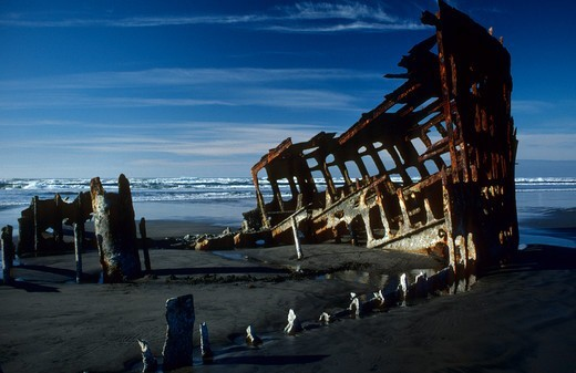 Wreck of the Peter Iredale, Fort Stevens State Park, Oregon, USA : Stock Photo