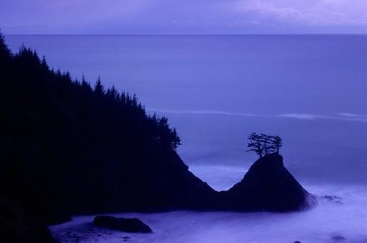 Stock Photo: 1596-3404 USA, Oregon, Peninsula twilight, Samuel Boardman State Park