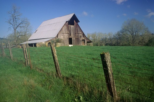 USA, Oregon, Underwood Barn, Mildred Kanipe Douglas County Park : Stock Photo