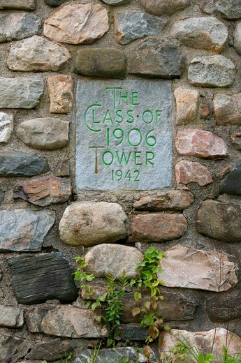 Stock Photo: 1596-3457 USA, Connecticut, Camp Columbia State Park, Memorial sign on stone tower