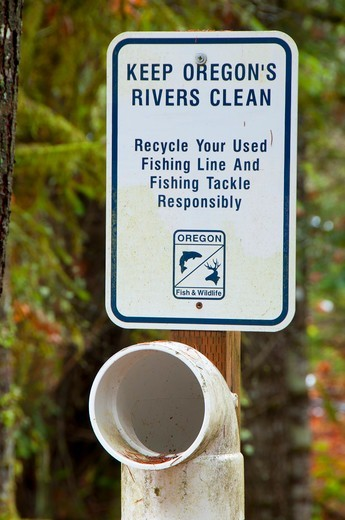 Sign on fishing line disposal site, North Umpqua Wild And Scenic River, Rogue-Umpqua Scenic Byway, Umpqua National Forest, Oregon, USA : Stock Photo