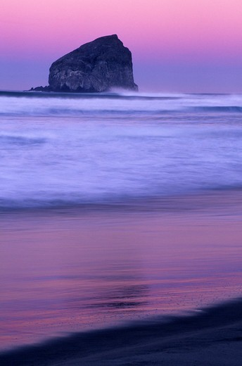 Stock Photo: 1596-3970 Haystack Rock at dawn, Governor Straub State Park, Oregon, USA