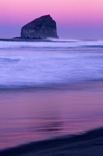 Haystack Rock at dawn, Governor Straub State Park, Oregon, USA : Stock Photo