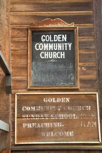 USA, Oregon, Golden State Park, Golden Community Church sign : Stock Photo