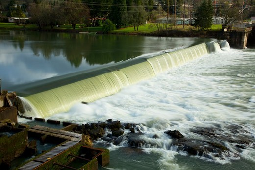 Stock Photo: 1596-4246 USA, Oregon, Douglas County, Winchester, Winchester Dam