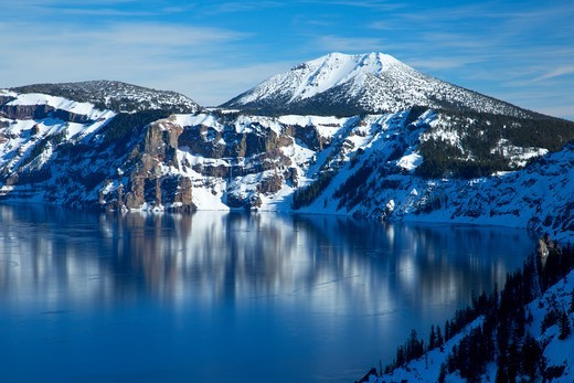 USA, Oregon, Crater Lake National Park, Mt Scott above Crater Lake : Stock Photo