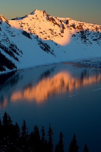Stock Photo: 1596-4445 USA, Oregon, Crater Lake National Park, Hillman Peak above Crater Lake at sunrise