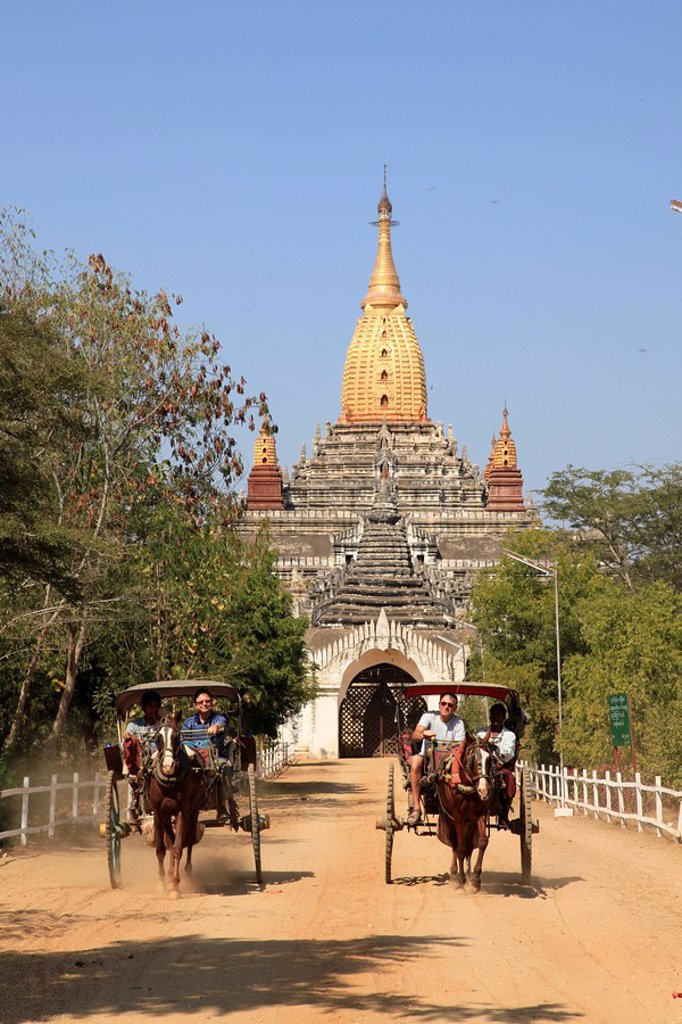 Myanmar, Birma, Burma, Bagan, horse carriages in front of the Ananda Temple, built 1090, surviving masterpiece of the Mon architecture : Stock Photo