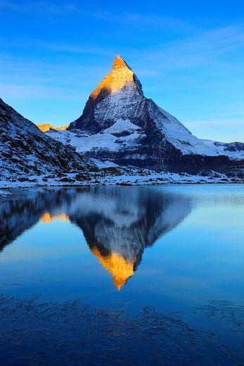Stock Photo: 1597-104480 Alps, Alpine panorama, view, mountain, mountains, mountain panorama, mountain lake, mountain point, ice, cliff, rock, mountains,