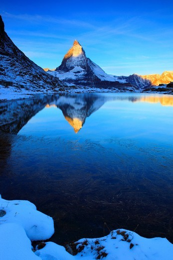 Stock Photo: 1597-104481 Alps, Alpine panorama, view, mountain, mountains, mountain panorama, mountain lake, mountain point, ice, cliff, rock, mountains,