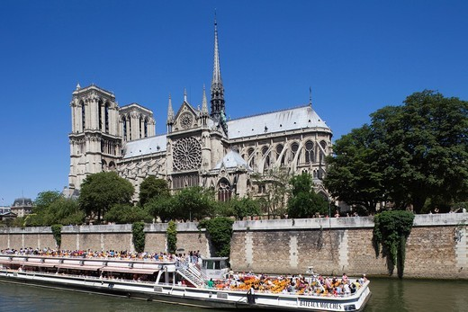 Stock Photo: 1597-106183 Europe, France, Paris, Notre Dame, Cathedral, Notre Dame de Paris, River Seine, Seine River, River, Rivers, Embankment, Riverside, Riverbank, Cathedral, Cathedrals, River Boat, Tour Boat, Bateaux Mouches, Tourism, Travel, Holiday, Vacation