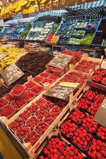 Europe, Belgium, Brugge, Bruges, Market Place, Fruit and Vegetable Market, Fruit, Vegetables, Market, Markets, UNESCO World Heritage, UNESCO, Tourism, Travel, Holiday, Vacation : Stock Photo