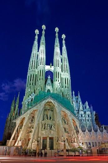 Stock Photo: 1597-111626 Spain, Europe, Sagrada Familia Cathedral, Barcelona City, Antoni Gaudi, UNESCO, World heritage site, at night, archite