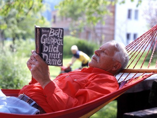 Stock Photo: 1597-112636 reading, man, relax outside, elderly man, couch meadow, book, Heinrich Boll, relaxed, calmly, couches, spare time, edu