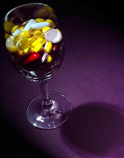 dependent, dependence, medicament, drug, end, glass, hygiene, youngsters, illness, man, men, drug, medicine, , perso : Stock Photo