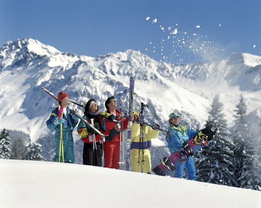 Stock Photo: 1597-115438  group, panorama, snowball, ski geschultert, winter sports, sport, fun, joke, skiing, deep snow, winter,