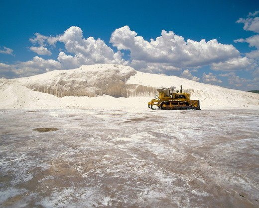 Stock Photo: 1597-115932  saltwork, salt production, salt mountain, caterpillar´s vehicle, Portugal, spice,