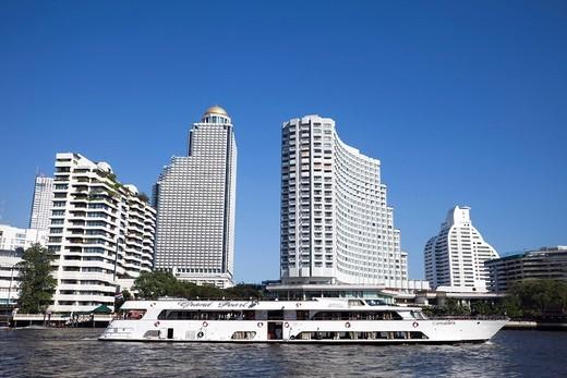 Stock Photo: 1597-118429 Thailand, Bangkok, Cruise Boat and City Skyline on Chao Phraya River