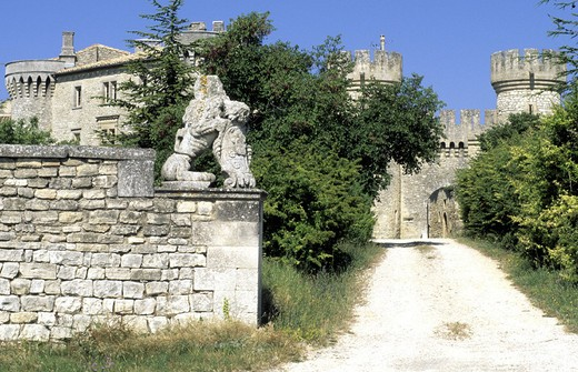 Stock Photo: 1597-119692  France, Europe, Provence, place, Vaucluse, Murs, castle, tower merlons, stone wall, way, sculpture,