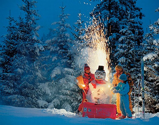 at night, child, dusk, family, fireworks, magic candles, New Year´s Eve, night, outside, parents, snow, snow man, tw : Stock Photo