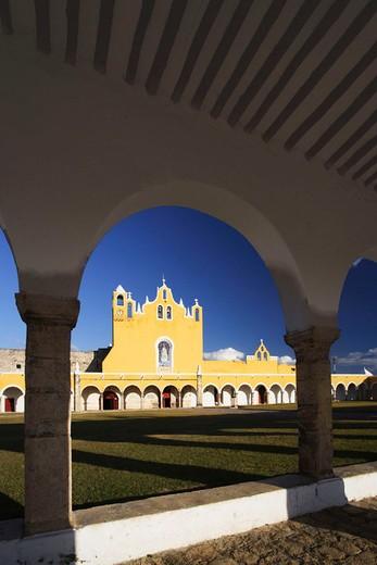 Mexico, Central America, Yucatan, Izamal, cloister, San Antonio de Padua, church, building, construction, round arch, : Stock Photo