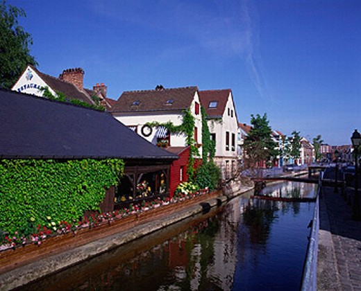 Stock Photo: 1597-12633 accommodation, Amiens, canal, France, Europe, homes, houses, ivy, Picardy, restaurant, Saint Leu, Somme