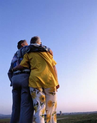 pair, couple, romantical, back view, seniors, sundown, look, consider, affection, embrace, : Stock Photo
