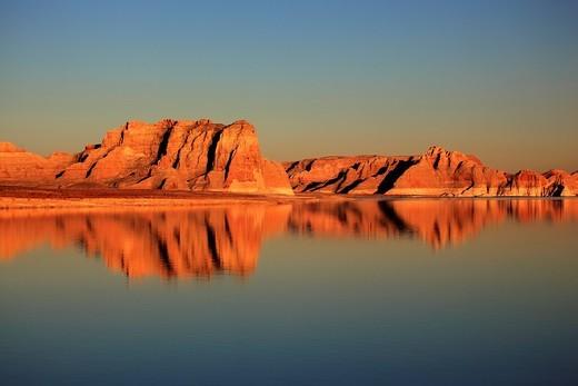 Stock Photo: 1597-132004 Lake Powell, Glen Canyon National Recreation Area,