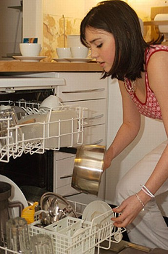 Stock Photo: 1597-13320 cuisine, dishes, dishes washer, Girls, harness, household, inside, kitchen, teenager, washer, woman, youngsters