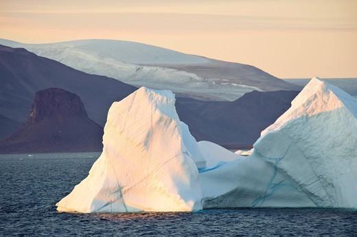 Greenland, Europe, Baffin Bay, Arctic Ocean, west coast, scenery, sea, icebergs, dusk, twilight, mood : Stock Photo