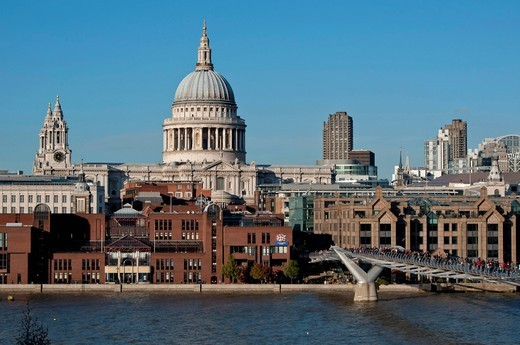 europe, UK, England, London, St Paul´s cathedral and millenium footbridge : Stock Photo
