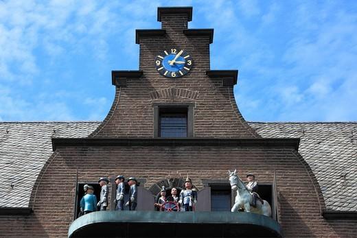 Germany, Europe, Neuss, Rhine, Lower Rhine, North Rhine_Westphalia, steward´s house, carillon, chime, glockenspiel, house, home, saints, Three kings, inn, restaurant, brick : Stock Photo